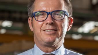 Der 52-jährige Österreicher Gerhard Anger hat im Februar die operative Führung der Alu Menziken übernommen und pendelt derzeit zwischen Wien und Reinach. Der Vater von drei erwachsenen Kindern ist gelernter Maschinenbauingenieur und promovierter Metallphysiker. Er verfügt über 20 Jahre Erfahrung in der Aluminiumindustrie in Europa und Amerika und war schon Geschäftsführer in verschiedenen Aluminiumunternehmen. (mou)