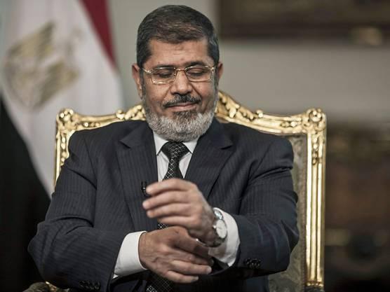 17. Juni: Ägyptens früherer Präsident Mohammed Mursi brach im Alter von 67 Jahren bei einer Gerichtsanhörung zusammen und verstarb später im Spital.