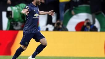 Manchesters Joker Juan Mata lässt sich nach dem Ausgleichstreffer feiern