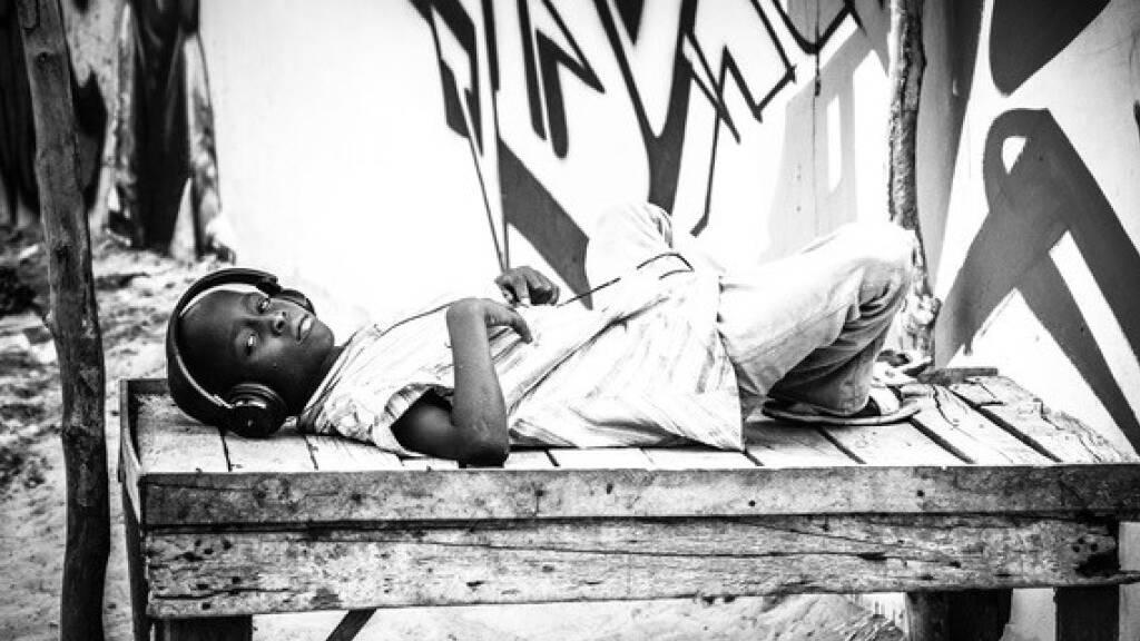 Die westafrikanische Fotografin Malika Diagana leuchtet mit ihren schwarz-weiss Fotografien das Leben in den Strassen von Dakar aus - und setzt dem gängigen westeuropäischen Afrikabild ihre eigenen Geschichten entgegen.