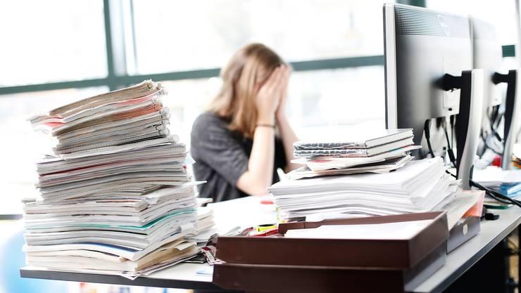 Seit 2012 stieg die Zahl der Arbeitsausfälle um rund 50 Prozent an. In sechs von zehn Fällen handelt es sich dabei um Burnout oder eine Depression.