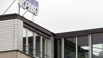KPMG hat im abgelaufenen Geschäftsjahr dank der Wirtschaftsprüfungs-Sparte den Umsatz leicht gesteigert.