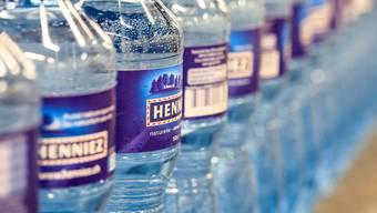 Die PET-Haut der Mineralwasserflaschen ist im Laufe der Jahre stets dünner geworden.