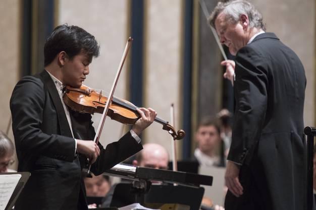 Wettinger Neujahrskonzert 2018, Argovia Philharmonic unter der Leitung von Marc Kissóczy mit Solist Aranta Yumi, Violine, 2. Januar 2018.