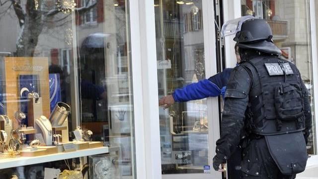 Colliers im Wert von über einer Million Franken ergattert: Überfall auf eine Bijouterie in St. Moritz (Symbolbild)