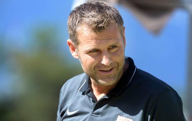 Ein zufriedener FCA-Trainer Sven Christ unter Tessiner Sonne.