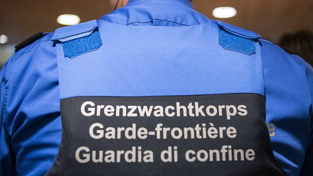 Gegen zwei Mitarbeiter des Tessiner Grenzwachtkorps läuft eine Untersuchung wegen eines Vermögensdeliktes.