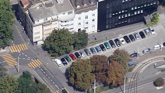 Zwischen der Binningerstrasse und der Birsigstrasse wurde ein 31-jähriger Mann von einem unbekannten Lenker angefahren und verletzt.