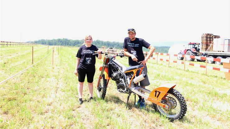 André Riner und Nicole Hinden von den Motorsportfreunden Fricktal freuen sich auf das anstehende «Offroad Dragrace». dka