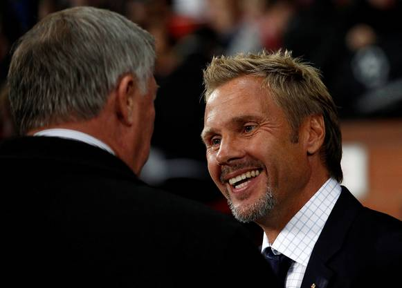 Thorsten Fink im Small Talk mit Manchester-United-Manager Sir Alex Ferguson.
