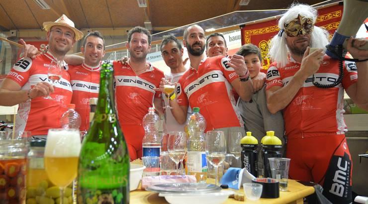 Die Confraternita Veneta mit dem ehemaligen Radprofi Andrea Ferrigato machte aus dem 24-Stunden-Rennen ein 24-Stunden-Schlemmen.