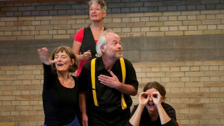 Ein Teil des Freiämter Theater-Ensemble gehdicht.ch in Aktion.