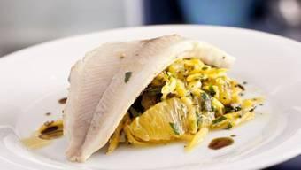 Bachforellenfilets auf Kürbis-Orangen-Salat