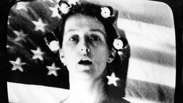 Künstlerisches Experiment und Ästhetik des Massenmediums greifen in «Prisonners Dilemma» (1974) ineinander.