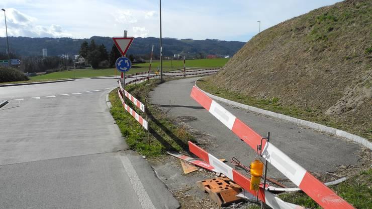 Drei Jahre lang war der Veloweg von Oetwil nach Würenlos aufgrund von Einsprachen blockiert. Nun wird er fertig gebaut. (Archiv)