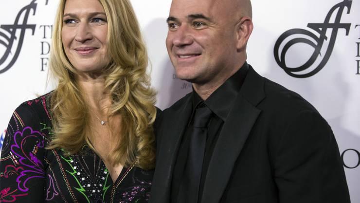 Die früheren Tennisstars Steffi Graf (l) und Andre Agassi haben ihre Familienplanung definitiv abgeschlossen. (Archivbild)