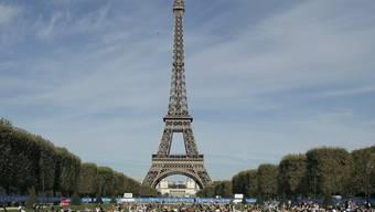 Die Proteste in Frankreich verärgern zunehmend auch die Touristen - ausser etlichen Museen schliesst am Samstag auch der Eiffelturm.