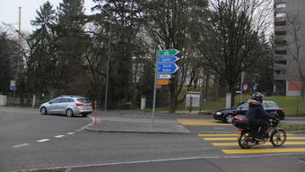 Nächste Woche wird dieser Fussgängerstreifen abgefräst und das Tor zum Park Königsfelden geschlossen.CM