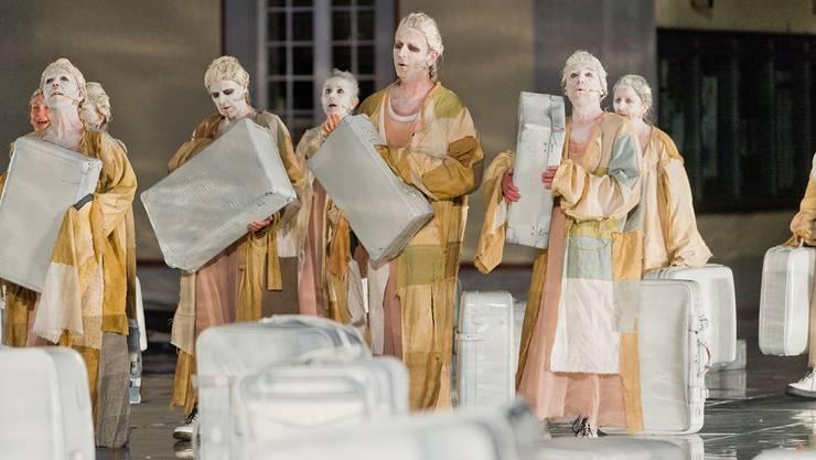 Anders als bei Shakespeares «Wie gefällt es euch» im Kloster Wettingen wird «la mih beruoren dich» auf dem Klosterplatz in Muri ausschliesslich von Laien gespielt.