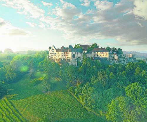 Auf Schloss Lenzburg soll der Drache Fauchi hausen.