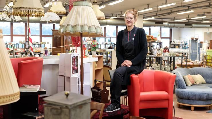 Ilona Illing, die Leiterin der Heilsarmee Brocki Luterbach, nimmt sich trotz Hektik gerne Zeit für die Kunden.