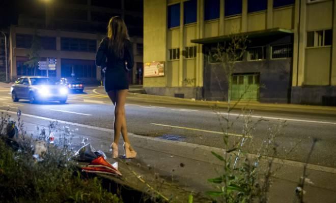 Oft brutal ausgebeutet: Prostituierte auf dem Strassenstrich. Foto: Keystone