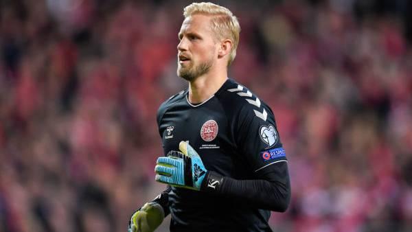 Torhüter Schmeichel lässt die Schweizer verzweifeln – wieder verhindert er mit seiner Parade das 1:0 für die Schweiz.