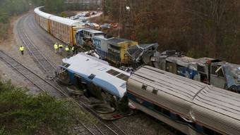 Bei einem Zugunglück in den USA sind zwei Menschen ums Leben gekommen. Ein Passagierzug war im Bundesstaat South Carolina mit einem Güterzug zusammengestossen.