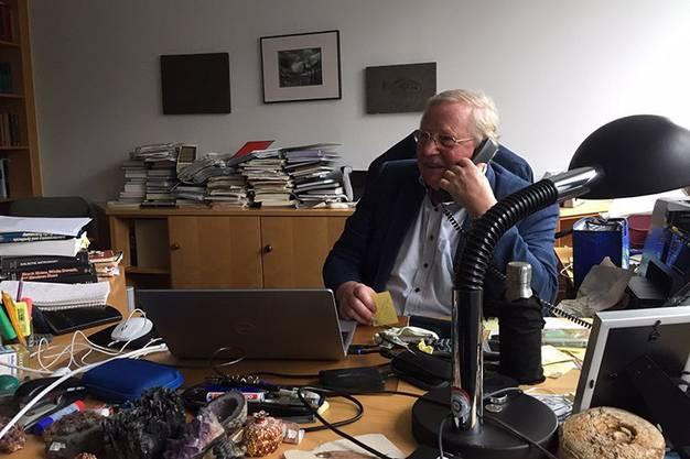 Reinhard Genzel in seinem Büro in Garching, am  6. Oktober nach Bekanntgabe des Nobelpreises für Physik.