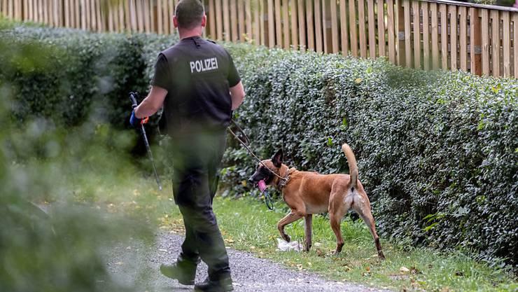 Die deutsche Polizei durchsucht eine Kleingartenanlage im Fall Maddie.