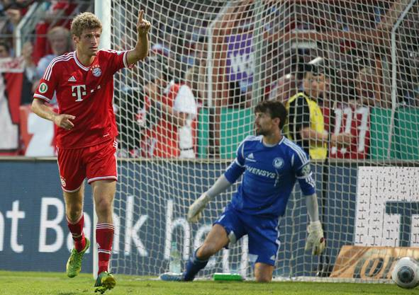 Thomas Müller jubelt, hier hat er eben zum zweiten Mal getroffen.
