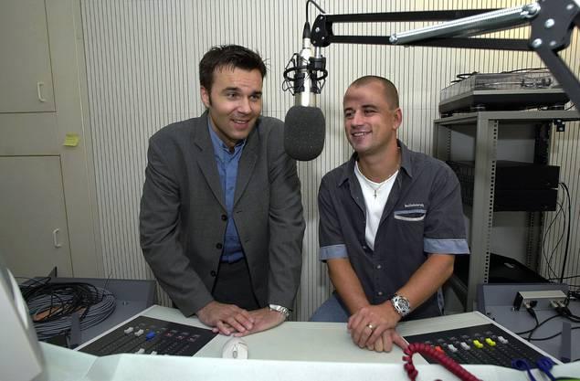 Anlass für das Foto ist der neue Sender Radio 32 Goldies, der am 24. Februar 2001 ans Netz ging.