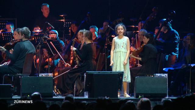10-jährige Noelia singt vor 7000 Menschen!