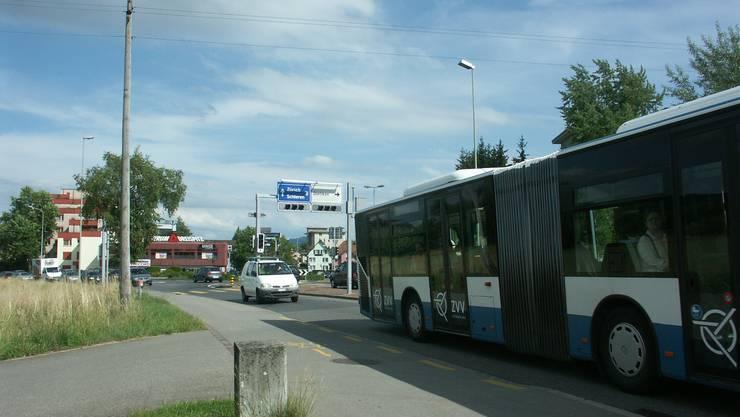 Hier verursachte der Mann auf seiner Irrfahrt einen weiteren Unfall, bevor er weiter Richtung Spreitenbach fuhr.