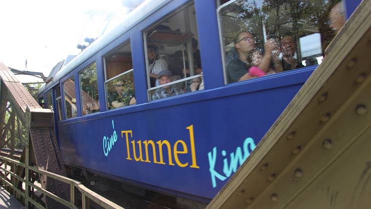 Tunnelkino für einmal auf der Brücke.