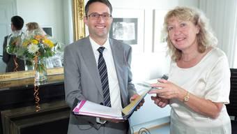 Lukas Engelberger an seinem ersten Tag im Gesundheitsdepartement mit seiner Kommunikationsverantwortlichen Evelyn Braun.