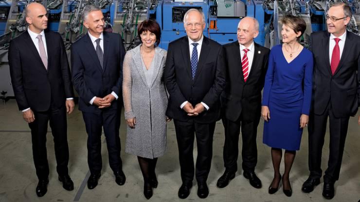 Das offizielle Bundesratsfoto mit sieben Bundesräten. Die Staatspolitische Kommission des Nationalrats befürwortet eine Erweiterung auf neun Minister.