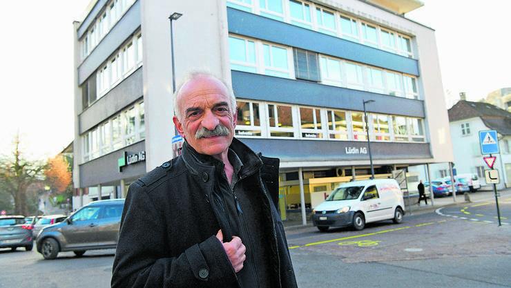 Stadtrat Franz Kaufmann möchte den identitätsstiftenden Lüdin-Kopfbau hinter ihm erhalten.