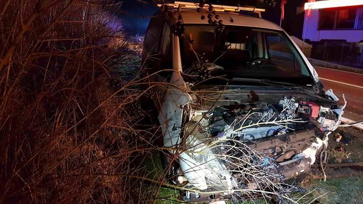 Oberentfelden AG, 19. Februar: Ein Lieferwagenfahrer kam von der Fahrbahn ab und verursachte einen Selbstunfall.