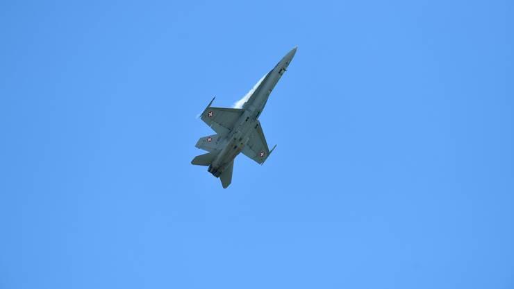 Der F/A 18 Hornet ist seit 1996 im Einsatz. Nun stimmt die Schweiz über den Kauf eines Ersatzjets ab.