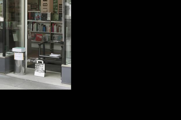 Laurin Jäggi, Ladeninhaber der Buchhandlung Librium, ist gespannt, wie die Wiedereröffnung mit den neuen Sicherheits/Hygieneschutzmassnahmen verlaufen wird.