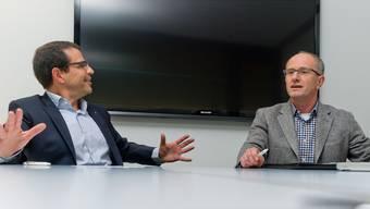 Matthias Jauslin (l.) und Manfred Dubach in der Diskussion über das Pensionskassendekret.Emanuel Freudiger