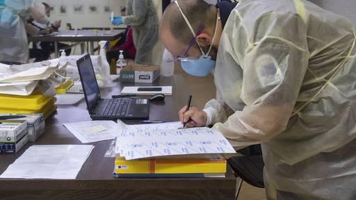 Uri führt repetitive Tests für ungeimpftes Gesundheitspersonal ein