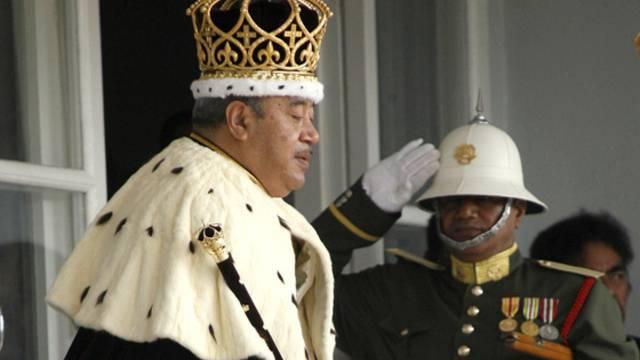 König Tupou V - Die Opposition will die absolute Monarchie abschaffen