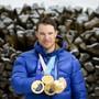 Mit dem Gewinn seiner insgesamt vierten Olympia-Goldmedaille schloss Dario Cologna in der ewigen Bestenliste zu Simon Ammann auf und avancierte dergestalt zum erfolgreichsten Schweizer Winter-Olympioniken aller Zeiten. Der 32-jährige Münstertaler war 2013 Schweizer Sportler des Jahres