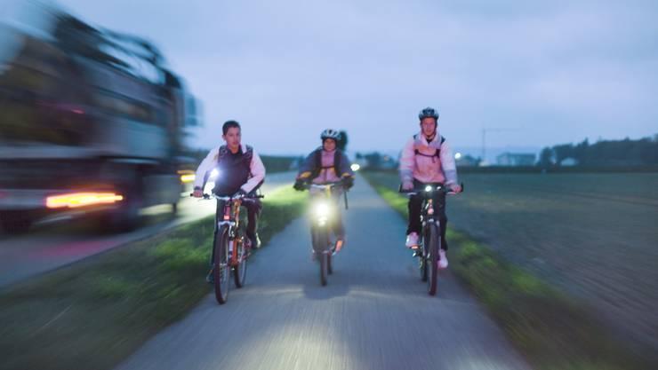 Die Polizei empfiehlt, die Beleuchtung und Reflektoren vor jeder Fahrt zu kontrollieren.