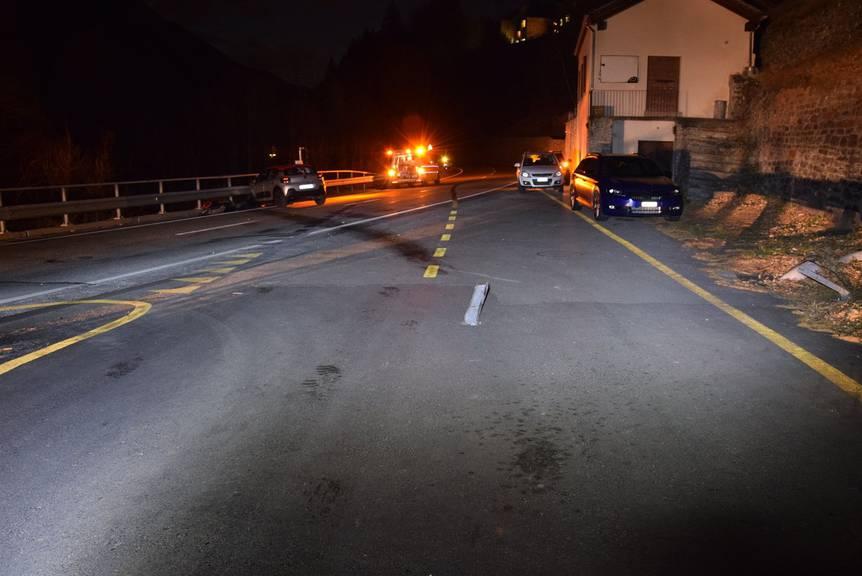 Das Auto überquerte die Strasse (Bild: zVg)