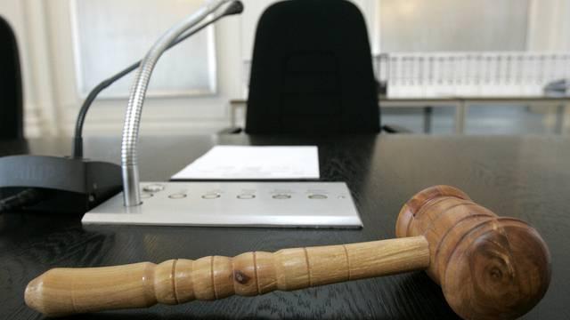 Das Gericht verurteilte die Frau zu lebenslänglicher Haft (Symbolbild)