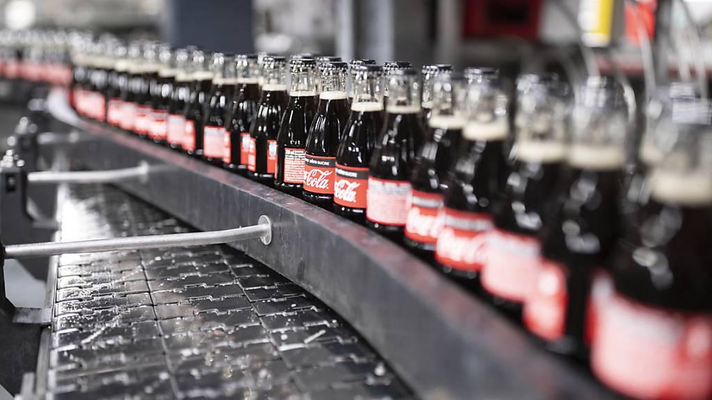 Die Coca-Cola-Abfüllanlagen laufen auf Hochtouren. (Archivbild)