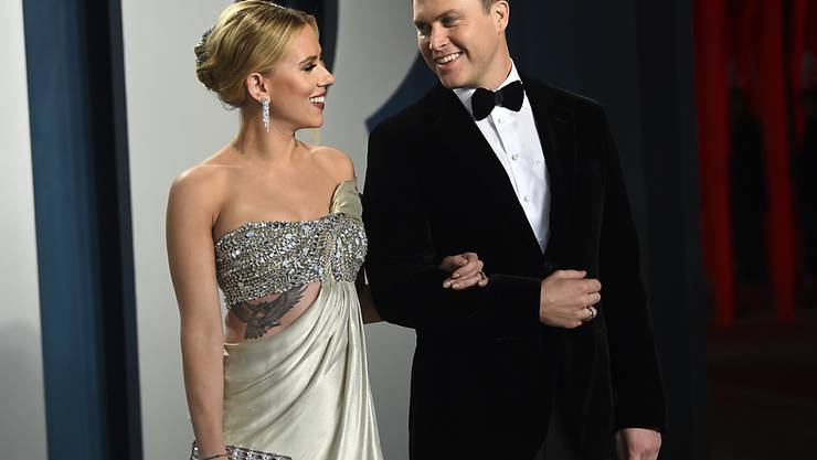 Scarlett Johansson (links) und ihre Freund Colin Jost haben in kleinem Kreis geheiratet. (Archivbild)